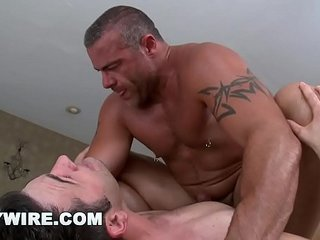 GAYWIRE - Muscle Hunk Trace Michaels Rubs Down Tyler Hunt