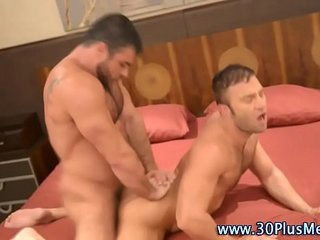 muscly hunk rides bears cock
